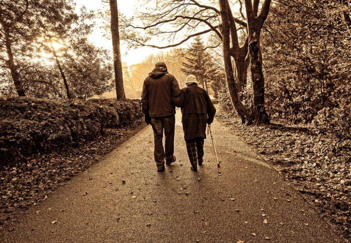 oudere-lopen-vallen
